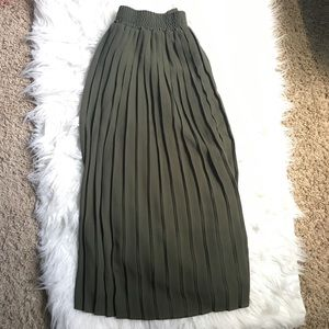 Who What Wear Army Green Pleated Chiffon Shirt S